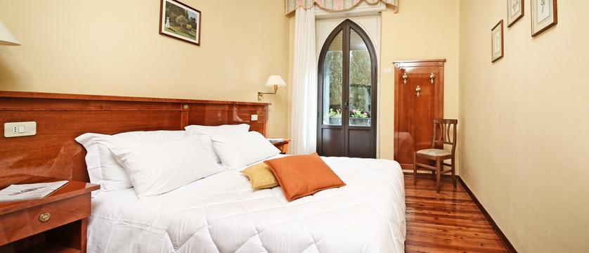 hotel-bellevue-bedroom.jpg